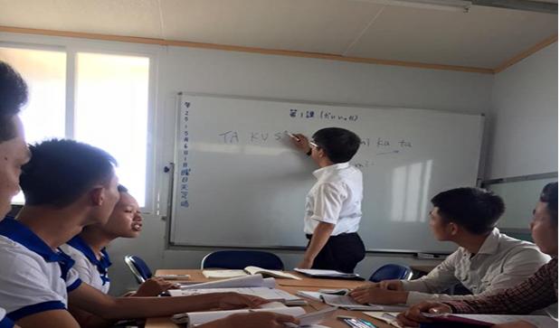 Thầy Hiệu trưởng trường Cao đẳng tài chính kế toán Nagoya-Japan tới chia sẻ phương pháp học tiếng nhật tốt nhất tại công ty Yano.